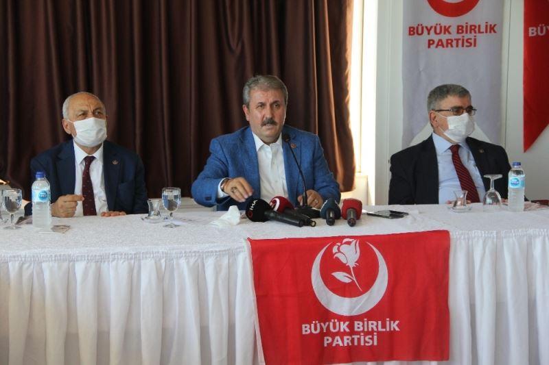 """BBP Genel Başkanı Destici: """"İstanbul Sözleşmesi'ni yırtıp atmamız ..."""