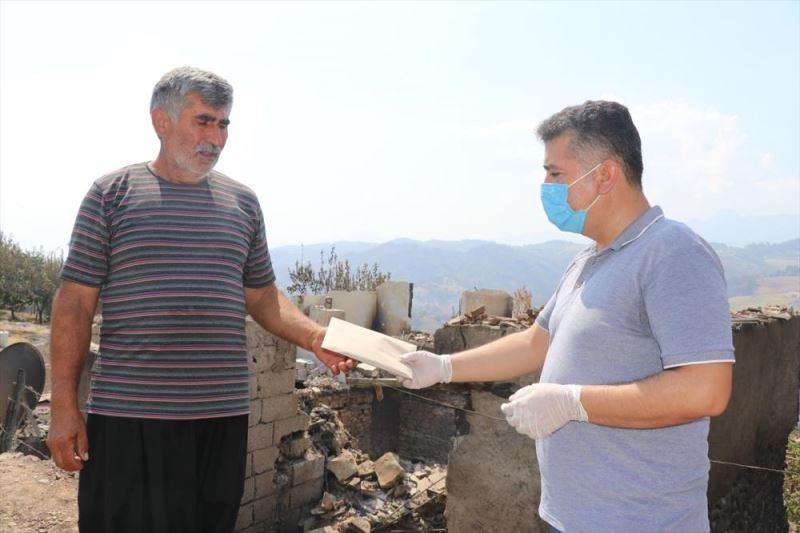 Adana'daki yangında zarar görenlere nakdi yardımların dağıtımına başlandı