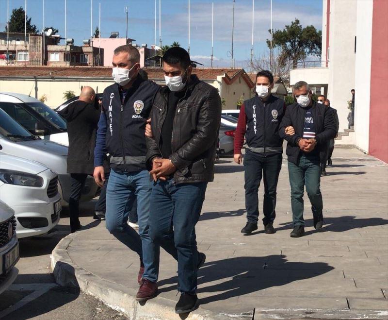 Bir kişinin öldüğü silahlı kavgayla ilgili gözaltına alınan 8 şüpheliden 2'si tutukland ile ilgili görsel sonucu
